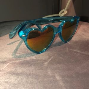 🔴5 for$25❤️Heart shaped sunglasses